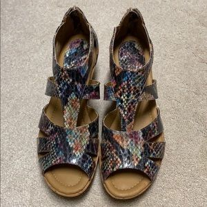 NWOT Softspots size 8.5 multi-colored wedges
